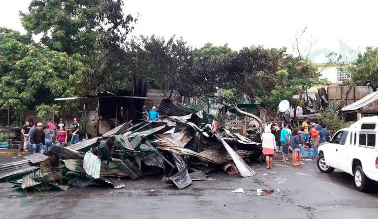 Rayo Incendia Destruye 11 Casas Veracruz