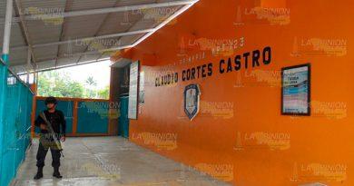 Roban Dinero Tubería Escuela Primaria Cerro Azul