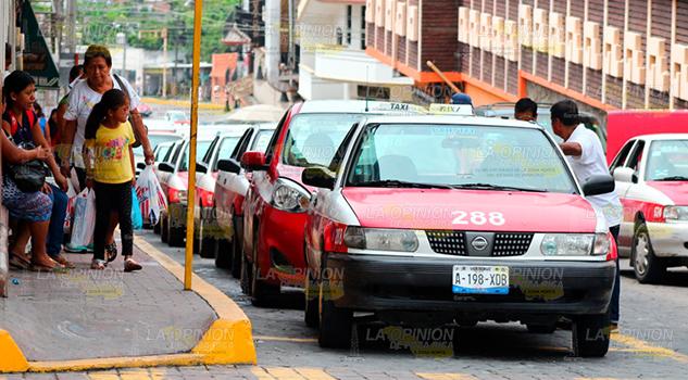 Van contra taxistas de Papantla