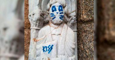 Vandalizan Figura Del Siglo XII Como Si Fuera KISS