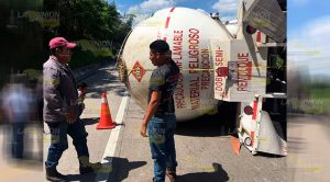 Volcadura Pipa Gas Carretera Tuxpan México
