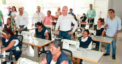 Alcalde Álamo Visita Taller Apoyo Comunidad El Fortín