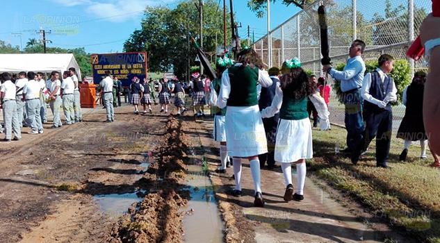 Entre Lodacero Realizan Acto Cívico Cerro Azul