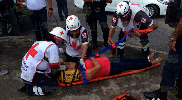 Mujer sufre caída y se fractura
