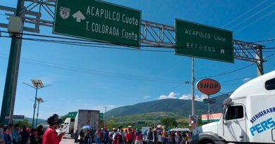 Normalistas Bloquean Autopista del Sol