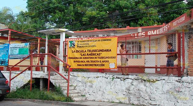 Olvidan Escuela Telesecundaria Poza Rica