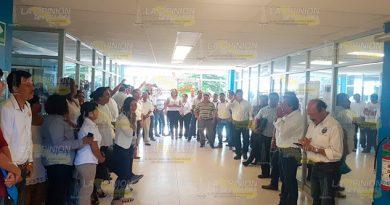 Protestan trabajadores del Tecnológico de Cerro Azul