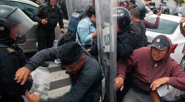 Se Enfrentan Policías Capitalinos Comerciantes Tepito