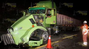 Tráiler Embiste Autobuses Sobre Tuxpan Poza Rica
