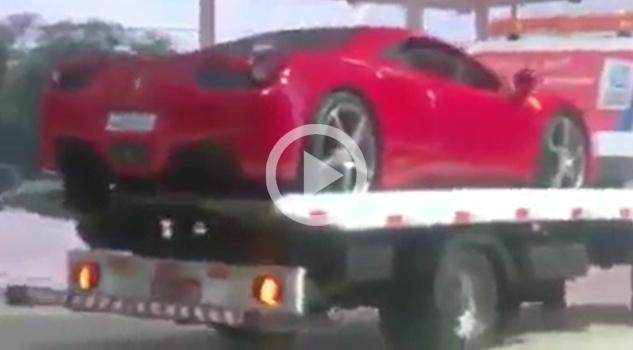 VIDEO: Impresionante cómo bajan el Ferrari de la grúa….