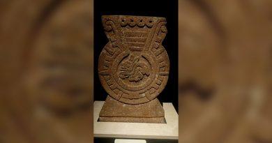 """Lapida de Tlaxiaco, civilización Mixteca;  """"La luna y la mujer"""""""
