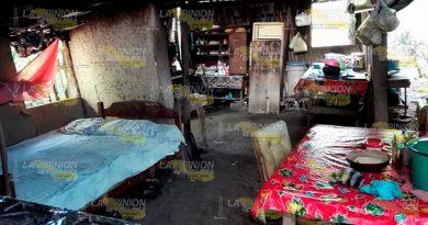 Abandona DIF de Cerro Azul a familias en extrema pobreza