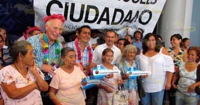 Alcalde Álamo Informa Sobre Construcción Pisos Firmes