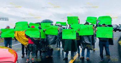 Bloquean acceso a nueva autopista Tuxpan - Tampico