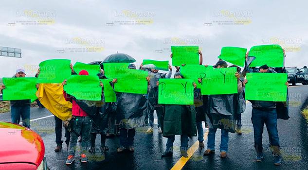 Bloquean acceso a nueva autopista Tuxpan – Tampico