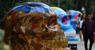 Celebran Día Muertos exposición Mexicráneos