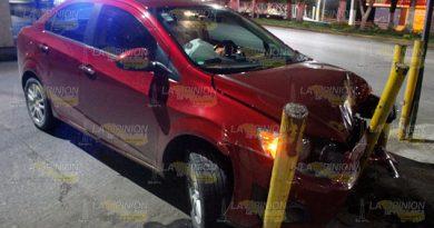 Chocan Abandonan Automóvil Sobre Bulevar Adolfo Ruíz Cortines