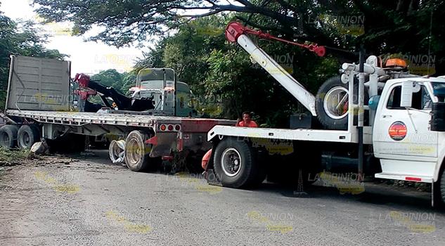 Cierran la carretera federal Tuxpan-Tampico en Cerro Azul