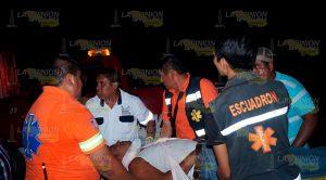 Cinco heridos en volcadura camino a la localidad Gildardo Muñoz