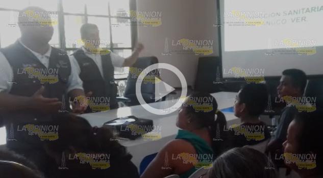 Cofepris capacita a vendedores de alimentos en Tantoyuca