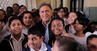 Entrega Gobernador de Veracruz obra de remodelación en escuela primaria
