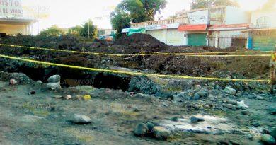 Exaspera a vecinos la lentitud de reparación del drenaje en Naranjos