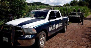 Habitantes quitan armas a policías de Valle Nacional Oaxaca