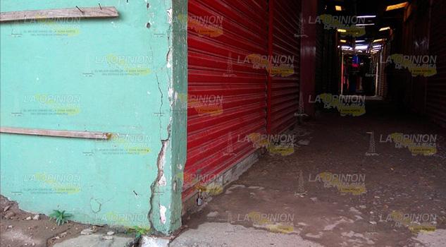 Locatarios del mercado en Tuxpan, son afectados por las lluvias