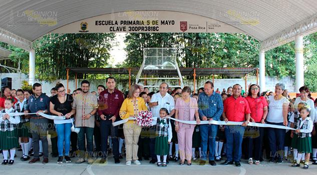 Más recursos a la educación en Poza Rica