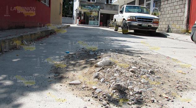 Montículo Tierra Piedra Dificulta Tránsito Vehicular Álamo