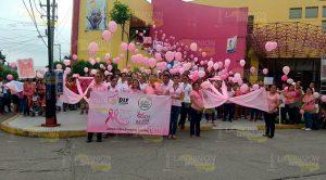 Realizan caminada contra el cáncer de mama en Coatzintla