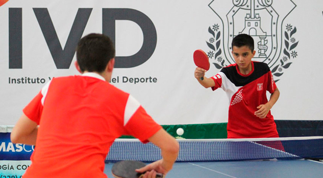 Tenismesista xalapeño se prepará en Cuba