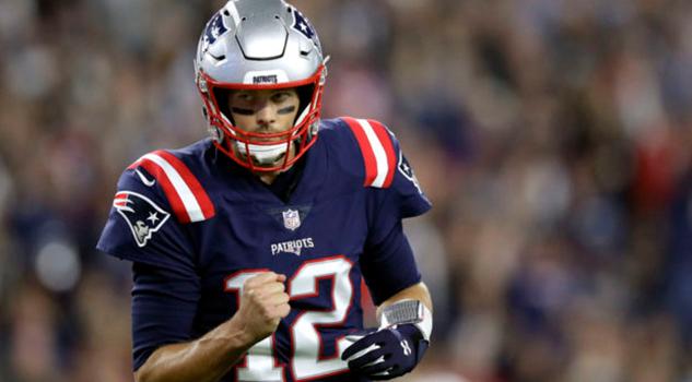 Tom Brady consigue 500 pases de anotación en triunfo sobre Colts