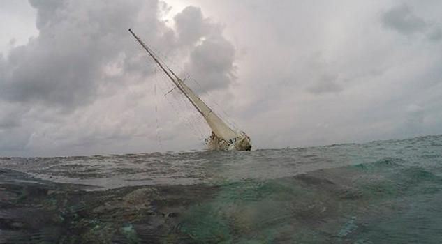 Velero Bandera EU Causa Afectaciones Arrecife QRoo