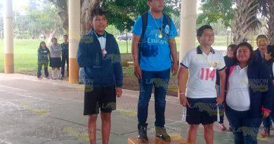 Alumnos de Gutiérrez Zamora participan en competencia de atletismo