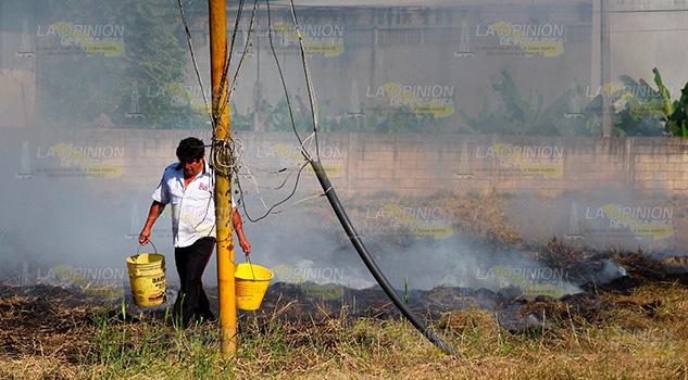 Arde pastizal en Procitrus ubicada en la carretera Poza Rica - Cazones