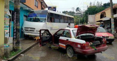 Autobús se proyecta contra vivienda en Tuxpan