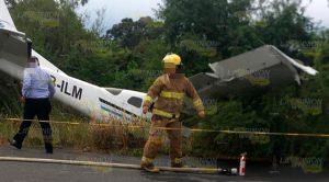 Avioneta aterriza de emergencia, atropella y mata a dos personas