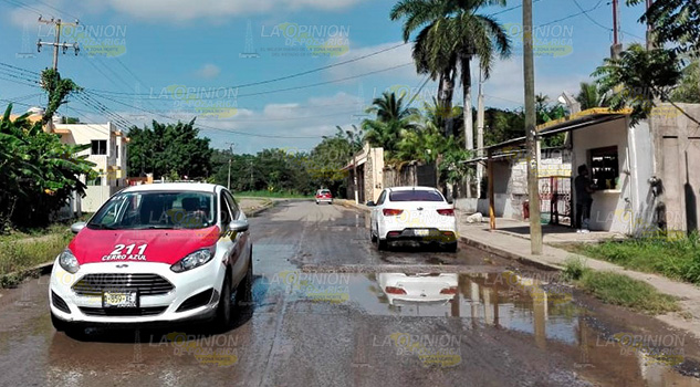 CAEV un desastre fugas de agua por todo Cerro Azul