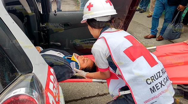 Choque de taxis, dos lesionados