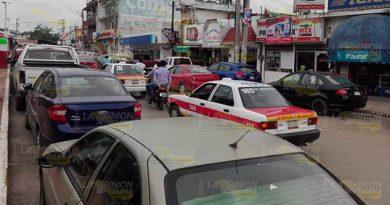 Desorden vial en zona centro de Cerro Azul