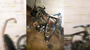 Detienen a sujeto mientras desmantelaba motocicleta