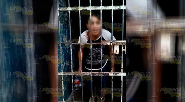 Enfrentamiento entre policías y civiles en Mecatlán