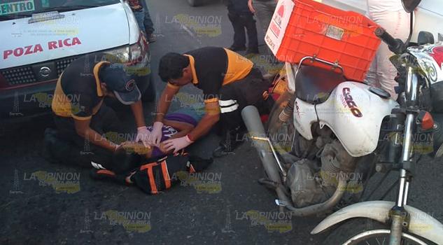 Motociclista atropella a vendedora de chicles