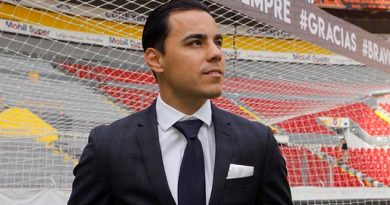 Omar Bravo Anuncia Retiro