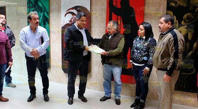 STPRM entrega 2 mil 800 firmas a la propuesta PEP