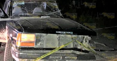 Su camioneta fue impactada por un tractocamion y murió