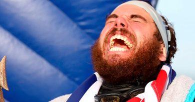 Un hombre rodea a nado por primera vez Reino Unido