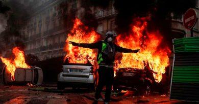 Al menos 378 personas detenidas en París tras disturbios del sábado