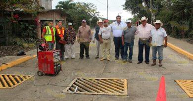 Alcalde de Espinal supervisa detalles de pavimentación de Melchor Ocampo